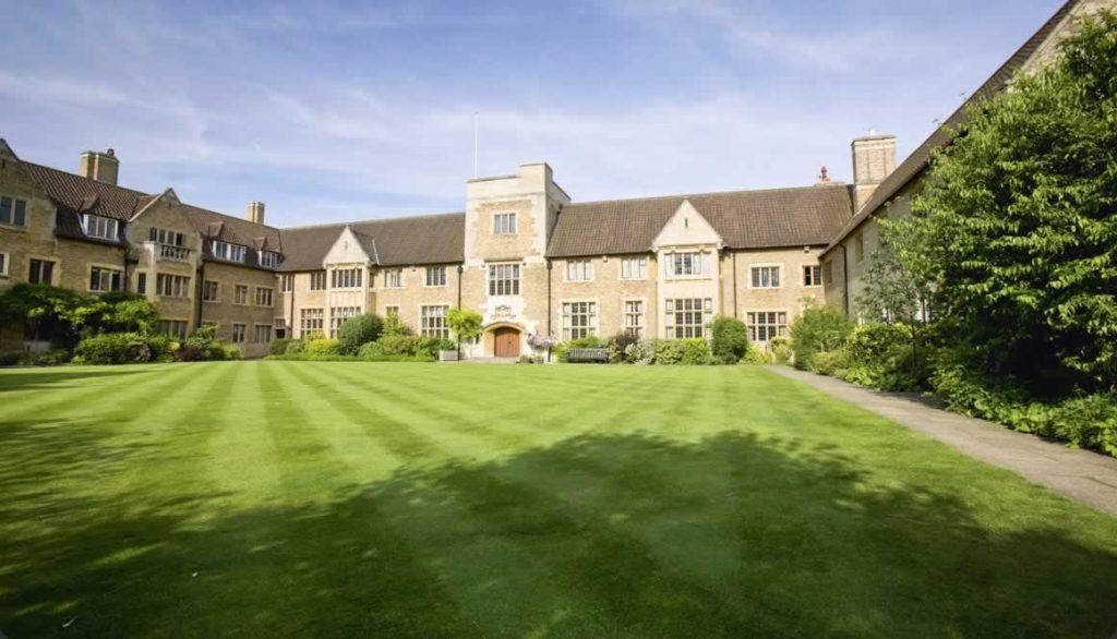 مدرسه Bellerbys College